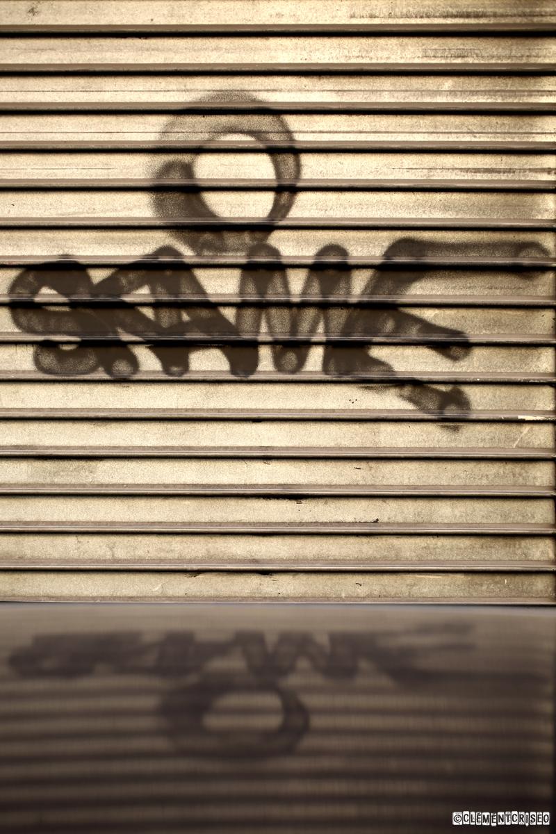 Skame & son reflet