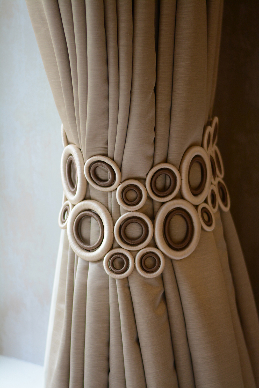 interiors-curtains-detail-helen-rayner.JPG