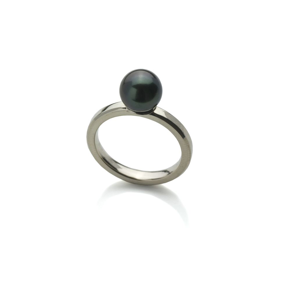 Ring White gold 18 K, black pearl