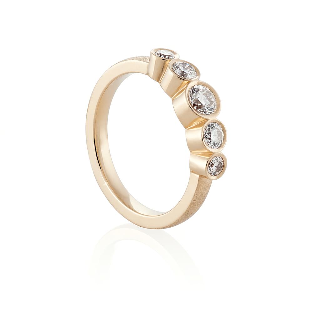 18K yellow gold. Brilliant cut diamonds
