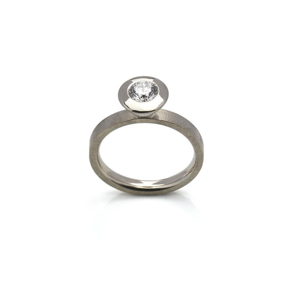 18K white gold. Brilliant cut diamond 0.46ct