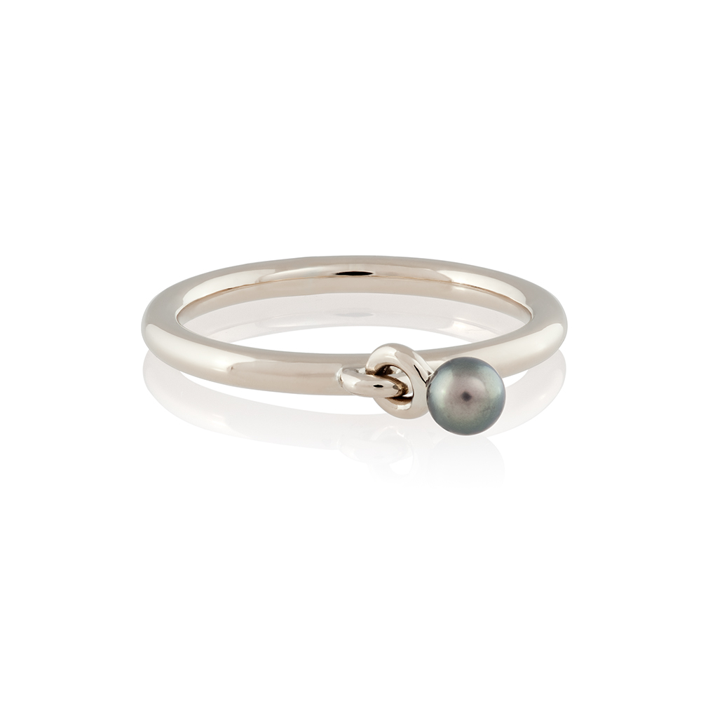 18K white gold, akoya pearl
