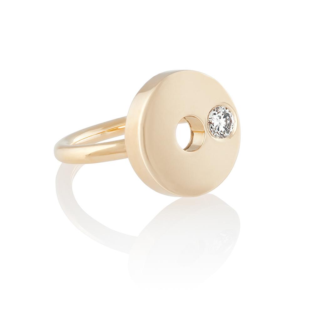 18K yellow gold. Brilliant cut diamond 0.04 ct