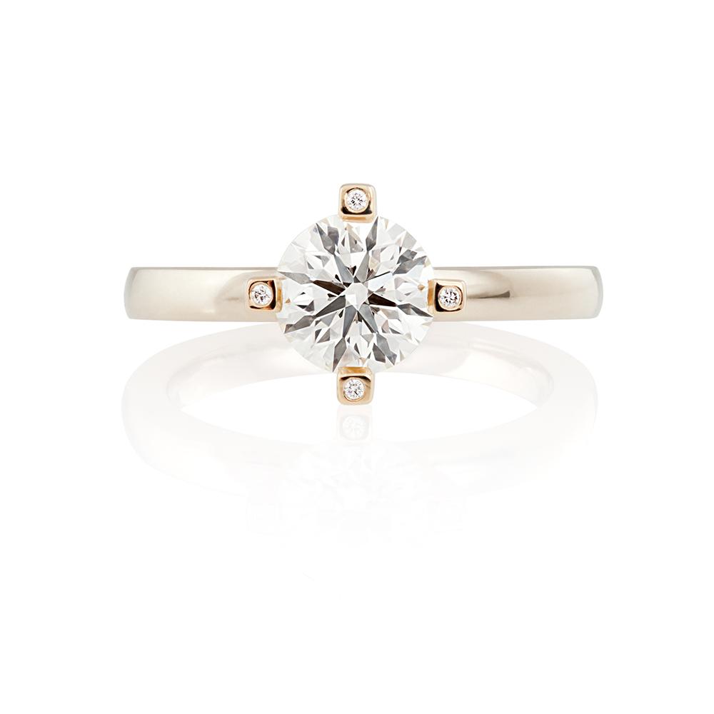 18K yellow and white gold. Brilliant cut diamond 1 ct and 4 tiny brilliant cut diamonds