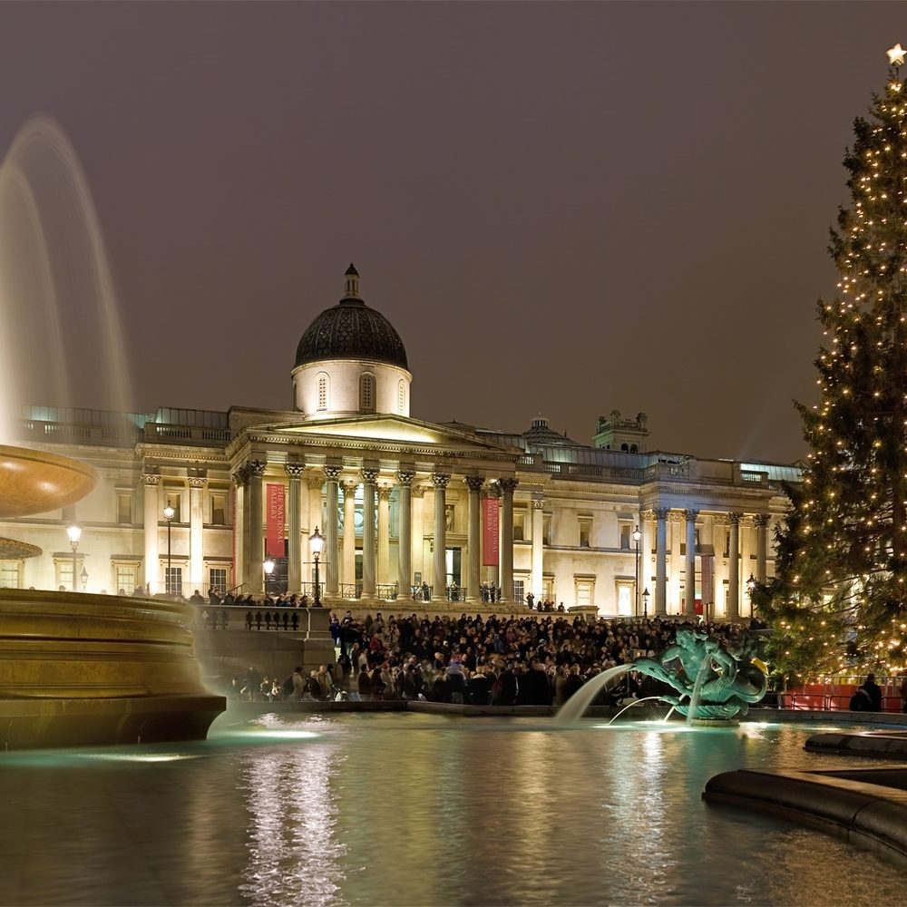 Trafalgar_Square_Christmas_Carols_-_Dec_2006.jpg