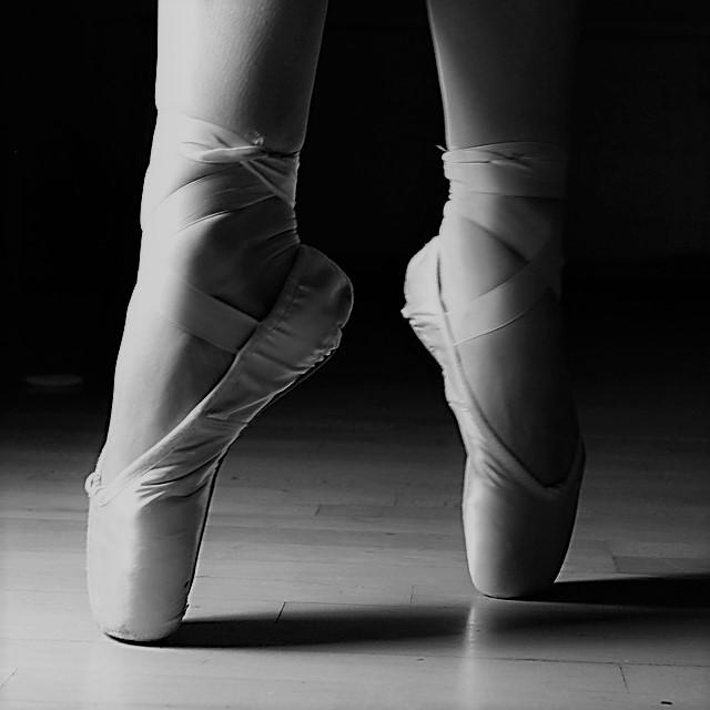 ballet-feet-2037861_1280.jpg