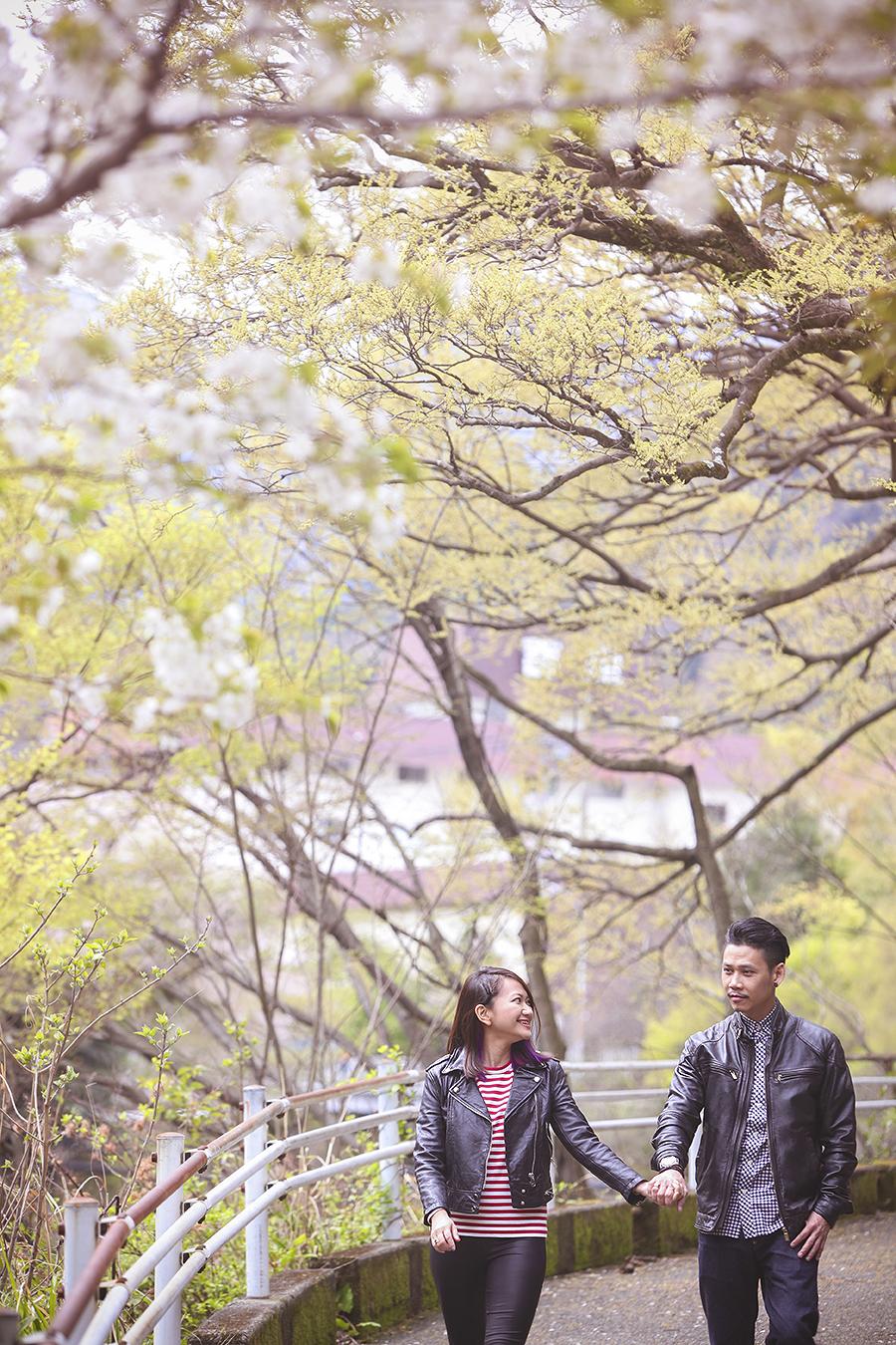 tokyo hakone japan spring sakura . engagement wedding photography by kurt ahs . ns + eu . 0361.jpg