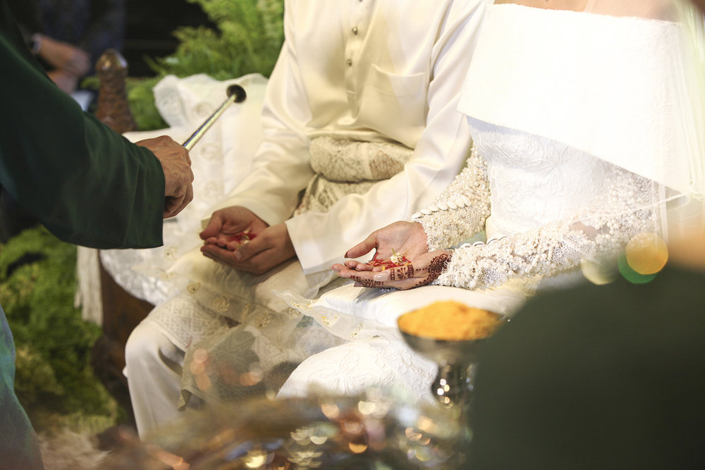 malaysia traditional malay wedding . the akad nikah of putera bruno araujo + puteri elfarezza . photography by kurt ahs ( perhapslifemoments ) . 7203.jpg