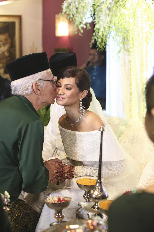 malaysia traditional malay wedding . the akad nikah of putera bruno araujo + puteri elfarezza . photography by kurt ahs ( perhapslifemoments ) . 7204.jpg