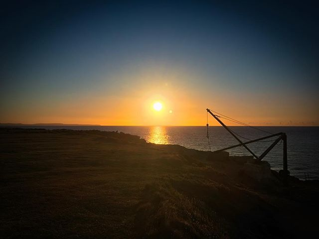 Not a terrible midweek location.  @jonbutters #climbing #portland #portlanddorset #sunrise #sea #golden #gh5 @atomos_news @freeflysystems #englishsummer #septembersun @8bplus_rockclimbing @uniliteuk