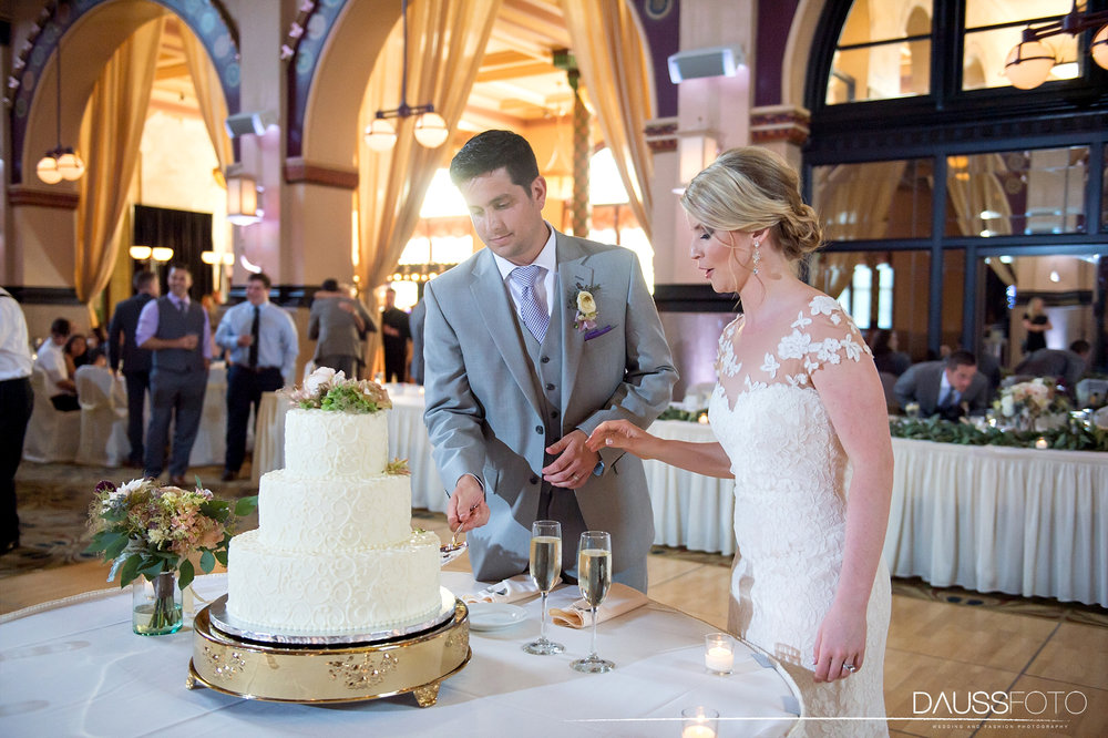 DaussFOTO_20160625_0452_Indiana Wedding Photographer_Crowne Plaza at Historic Union Station.jpg