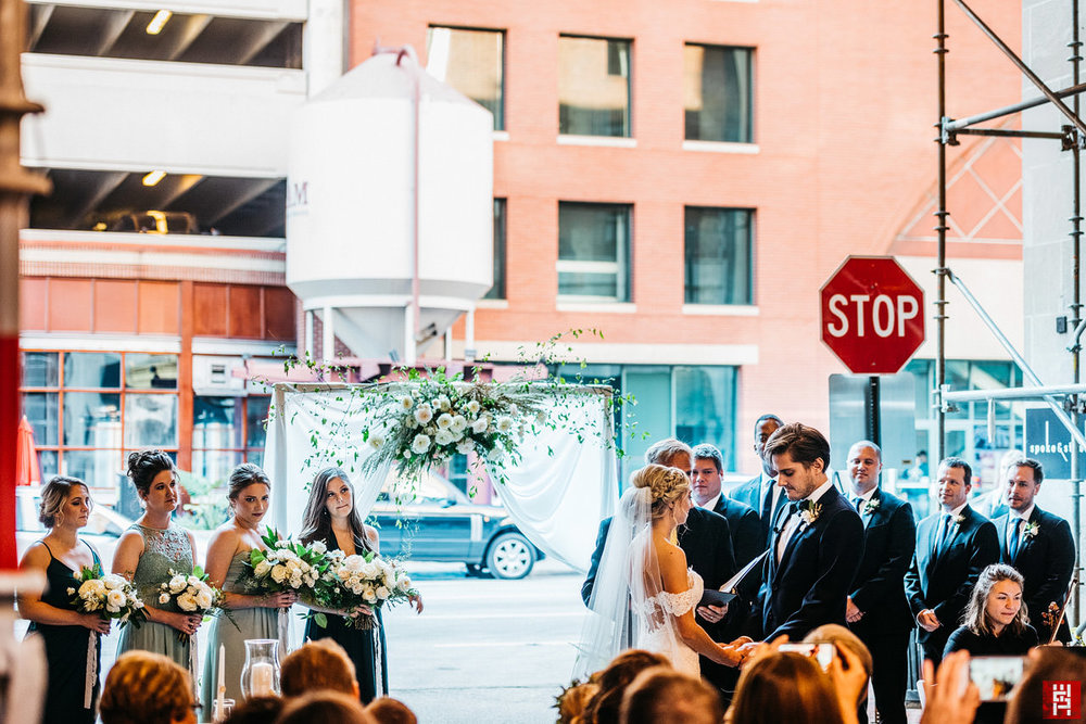 092-urban-modern-wedding-ceremony-downtown-indianapolis-alley-outdoor-le-meridien-indiana-street.jpg