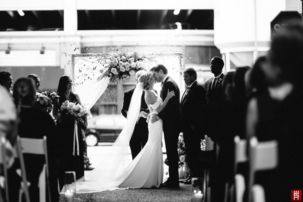 115-wedding-ceremony-first-kiss-black-white-modern-urban-offbeat-alley-bride-groom.jpg