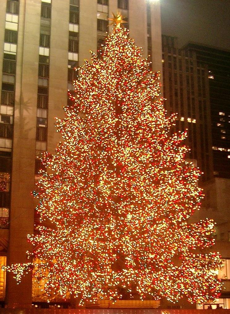 Rockefeller_Center_christmas_tree_cropped