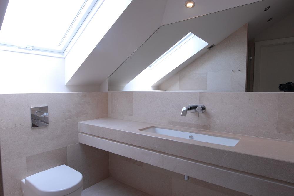 Łazienka z wapienia na poddaszu