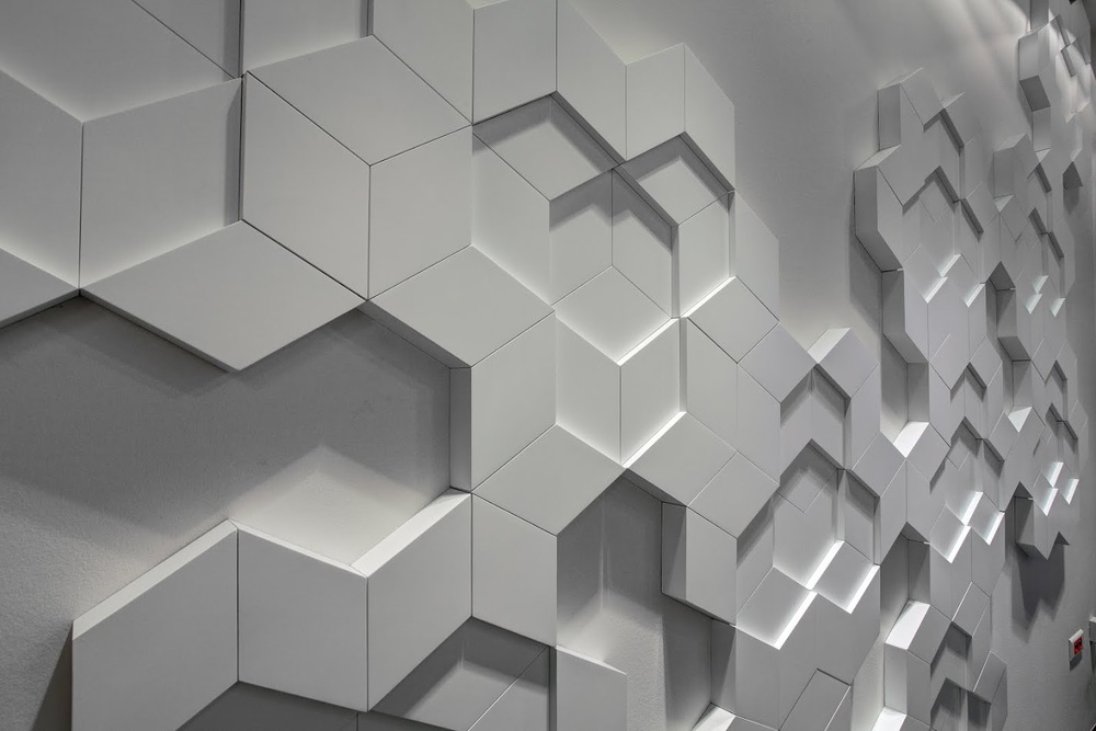 Struktura rombow na scianie okladzina.jpg