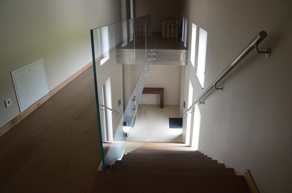 Nowoczesna klatka schodowa w domu