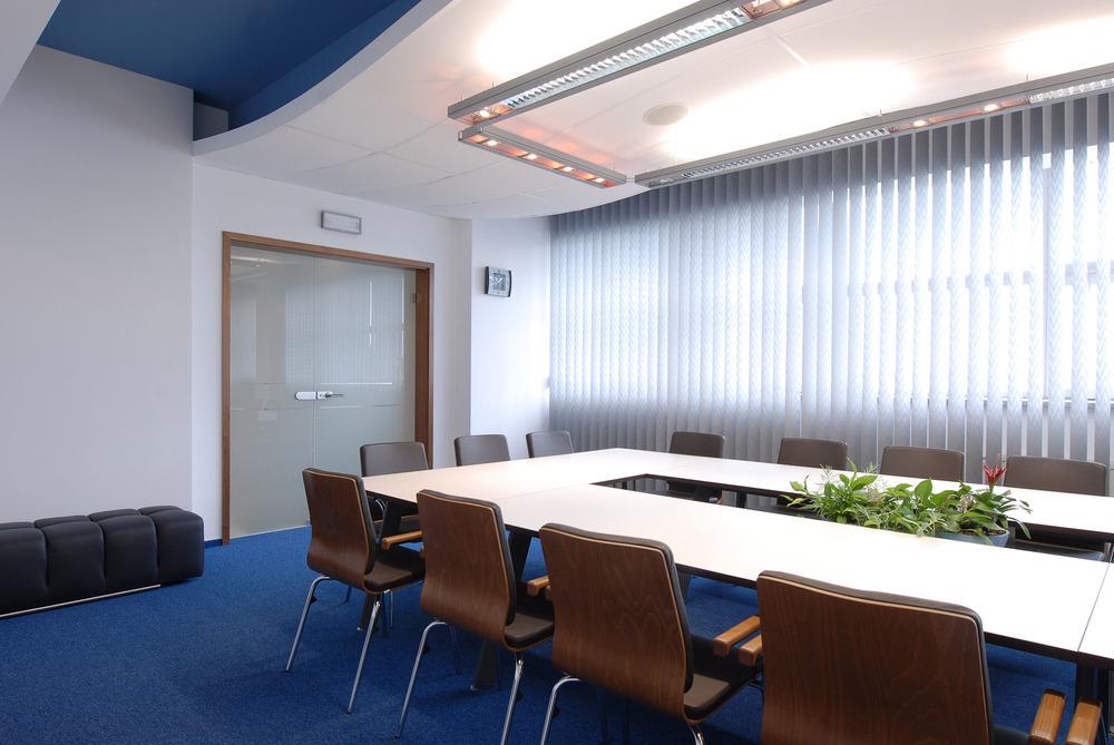 Projekt wnętrz sali konferencyjnej w biurze
