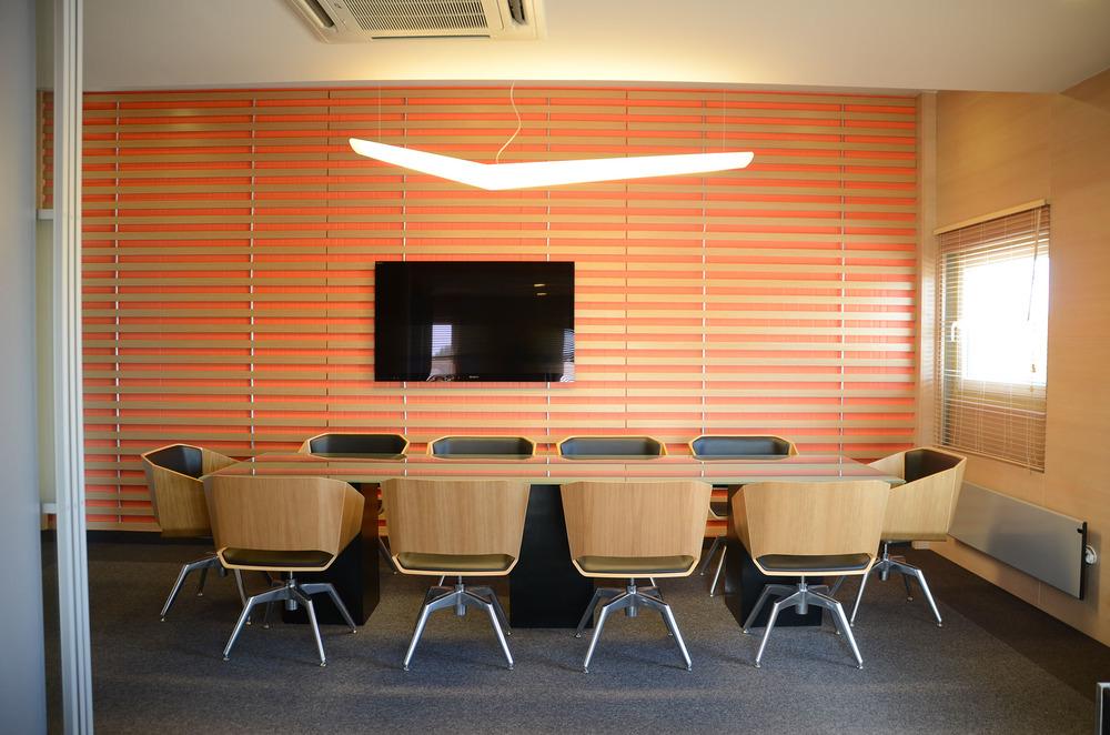 Sala konferencyjna w małym biurze