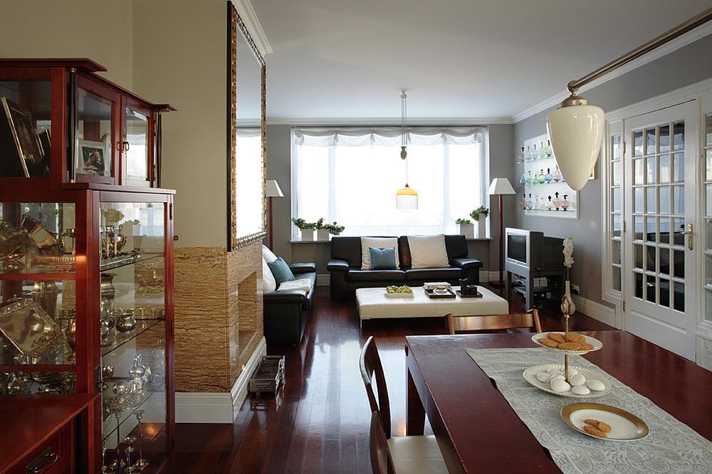 Pokój dzienny jest połączony z jadalnią