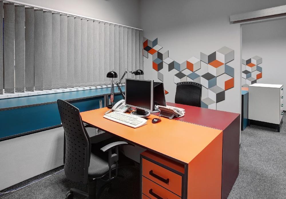 projekt mebli biurowych kolorowych z laminatow.jpg