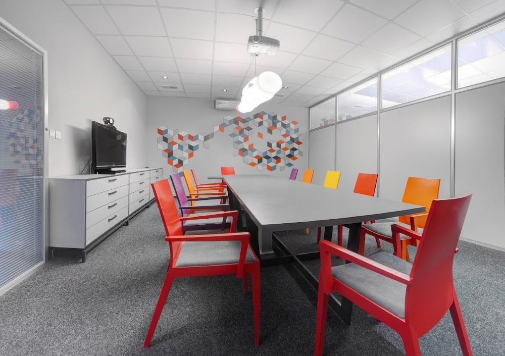 Wnętrze sali konferencyjnej firmy.jpg