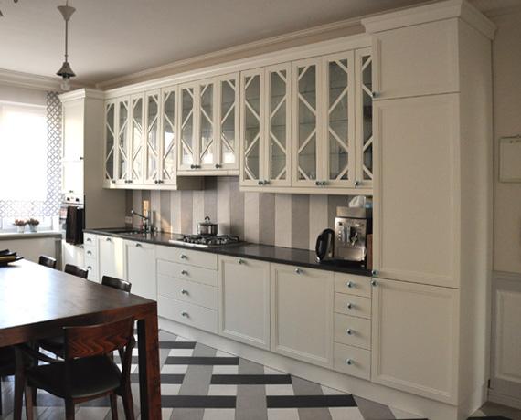 Projekt białej kuchni w stylu art deco