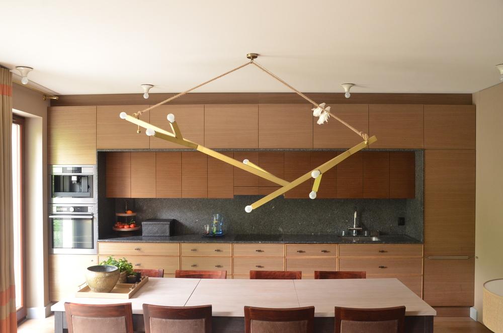 Projekt nowoczesnych mebli kuchennych z drewna