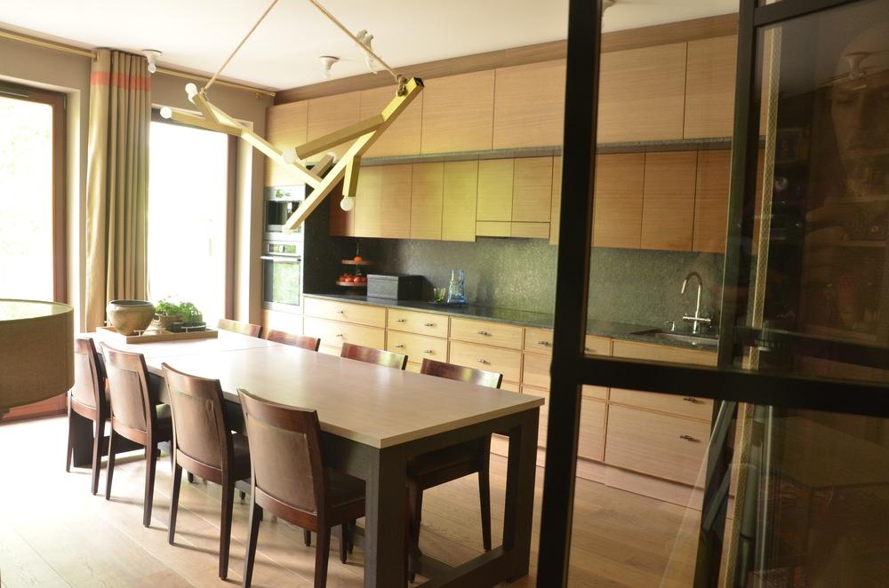 Wygodna i pojemna kuchnia na jednej ścianie