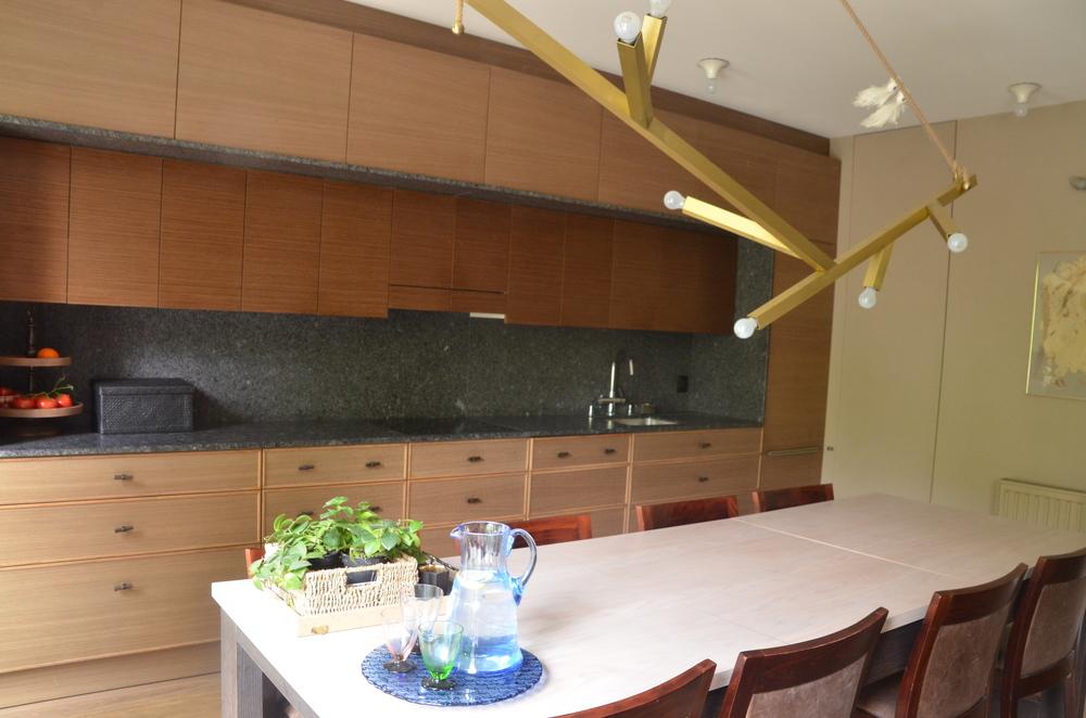 Projekt stołu kuchennego z wyspą