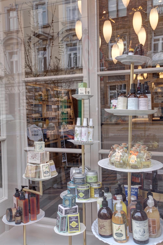 Witryna_ekspozycyjna_sklepu_Boutique_naturalne_kosmetyki.jpg