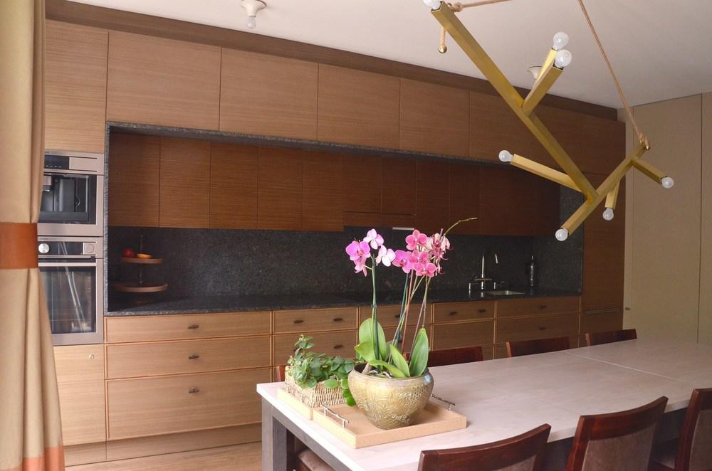 Projekt pojemnych mebli kuchennych