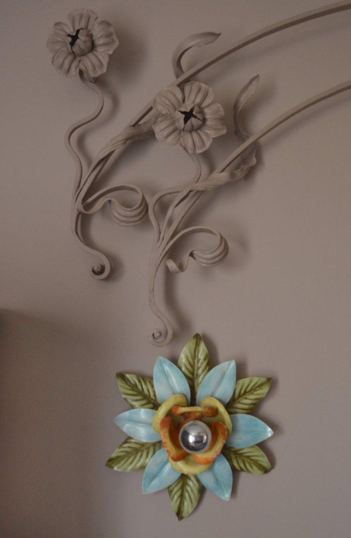 Włoskie, kolorowe kinkiety i secesyjna metaloplastyka