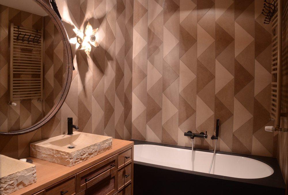 Geometryczna łazienka w kolorach ziemii