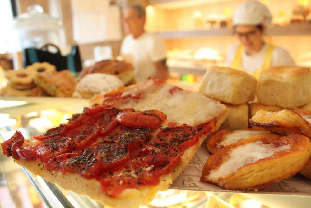 Food Lover's Gourmet Tour: Discovering Cult Classics and Hidden Gems