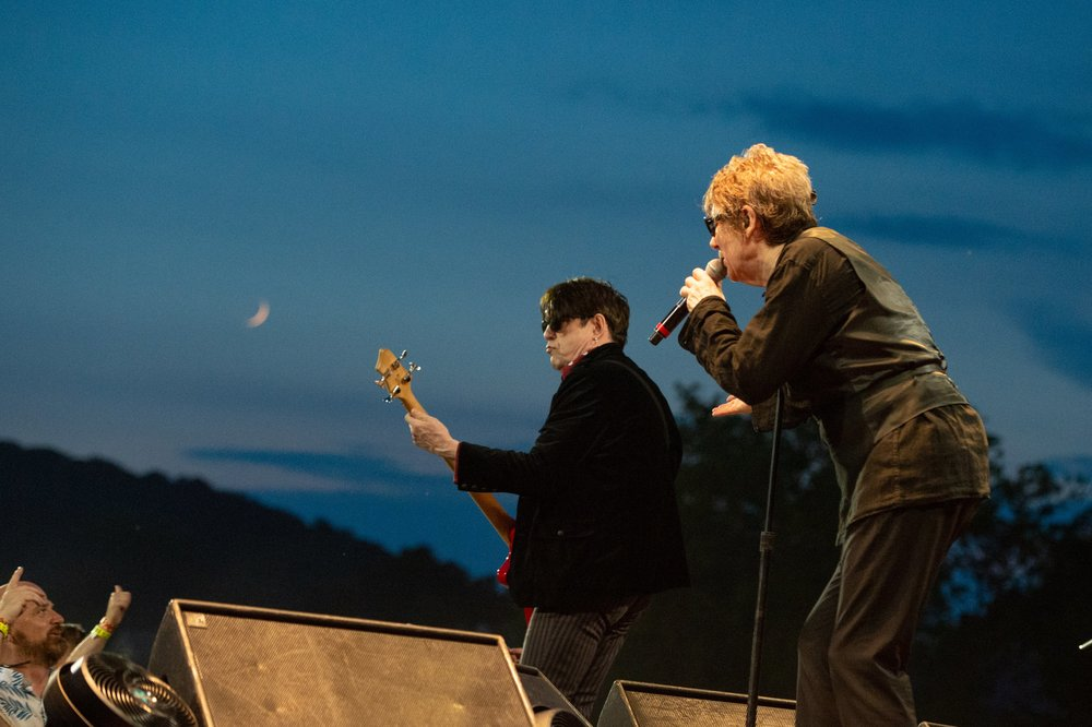 The Butler brothers leading The Psychedelic Furs under the night sky © 2018 Lynda Shenkman