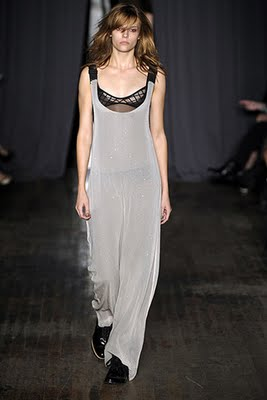 Julie-Haus-Podium-spring-fashion-2010-008_runway.jpg