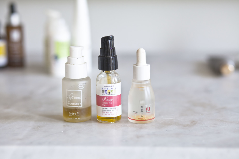 The Phyt's serum is very thick but it leaves a dewy finish which I love.  The rose hip oil is EVERYTHING.  Clary sage balances while the rose hip hydrates.  If you don't have rose hip oil in your routine, start adding it in.  It's a beautiful product.