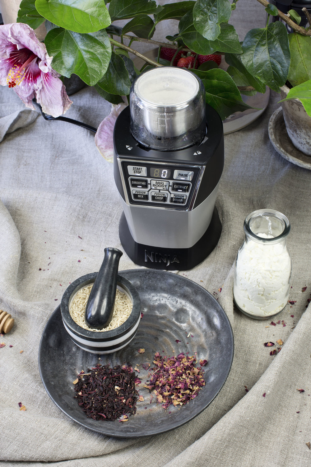 Ingredients - - Brown rice- Dried hibiscus - Dried rose petals- Dried goat milk or clay