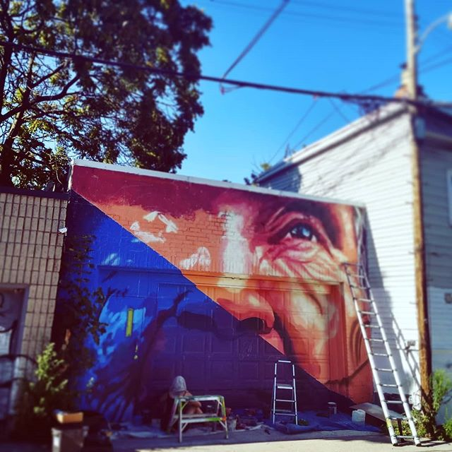 Trying to make stuff look like stuff while melting in this heat!! 🔥🔥 . . #wxmenpaintTO #to #streetjam #urbanart #ladypainters #toronto #urbanartists #streetart #wxmenpaint #portrait #fuckitshot