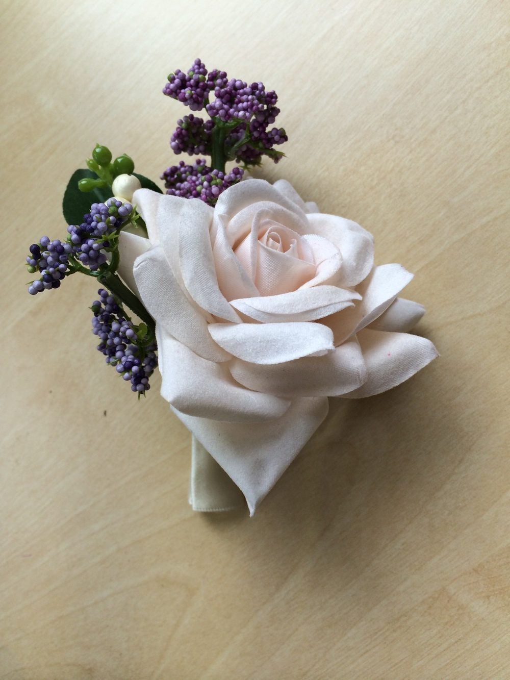 Ladies Corsage - Large Ivory Rose With Hedgerow Berries