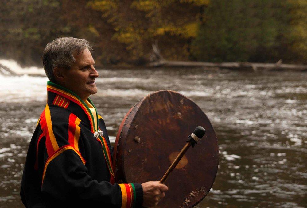 Finn din kraft hos sjaman Eirik Myrhaug    Få sjamanhealing, kurs og behandling hos Eirik Myrhaug i Oslo.     Bestill healing