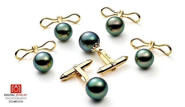 Green Tahitian Pearl cufflinks. Simple and clean. #digitaljewelryphotography #jewelryphotography #tahitianpearls