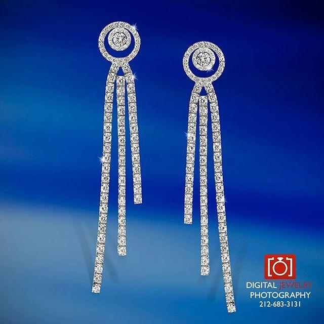 It feels like a diamond day. #diamondearrings #luxurylife #womensjewelry #jewelryphotographer #diamond #earring