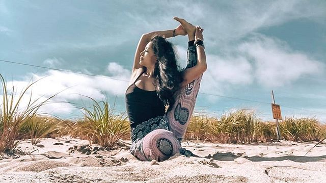 @marikojana stretching towards the sun ☀️🐘 -  #yoga #yogi #elephant #elephants #Elepants