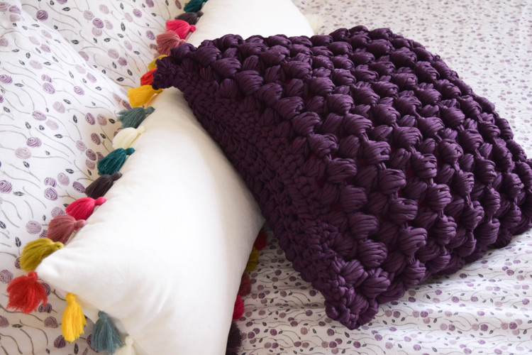 pop corn stitch pillow from ganxxet fabric yarn