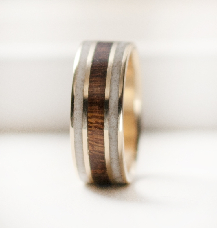 10K YELLOW GOLD RING WITH DESERT IRONWOOD AND ANTLER INLAYS