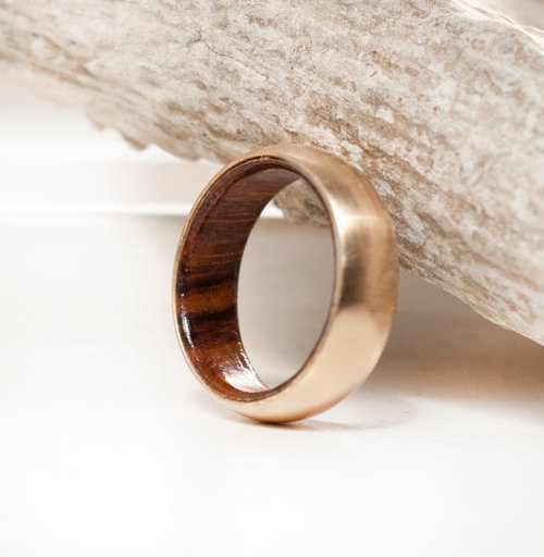 MENS YELLOW GOLD AND WOOD LINED WEDDING BAND WITH BRUSHED FINISH