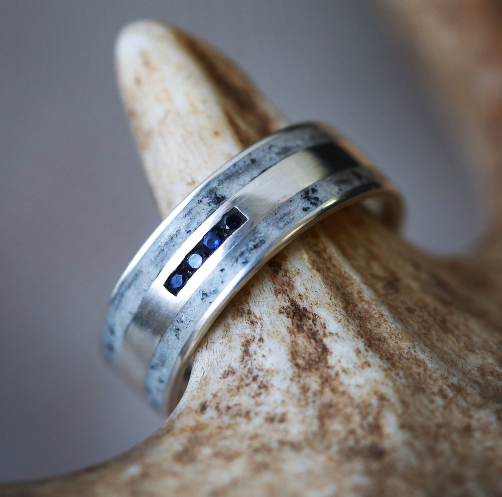 MENS 14K WHITE GOLD WEDDING RING WITH SAPPHIRES AND ANTLER