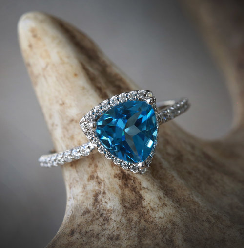 Attractive 14K WHITE GOLD ENGAGEMENT RING WITH LONDON BLUE TOPAZ & TRILLION  TJ96